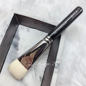 Zoeva 109 contour / foundation brush